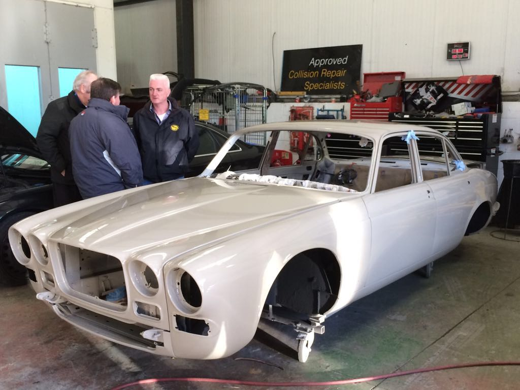 Jaguar xj6 body
